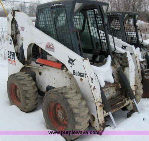 2004 Bobcat S250 turbo high flow skid steer loader | Item 55