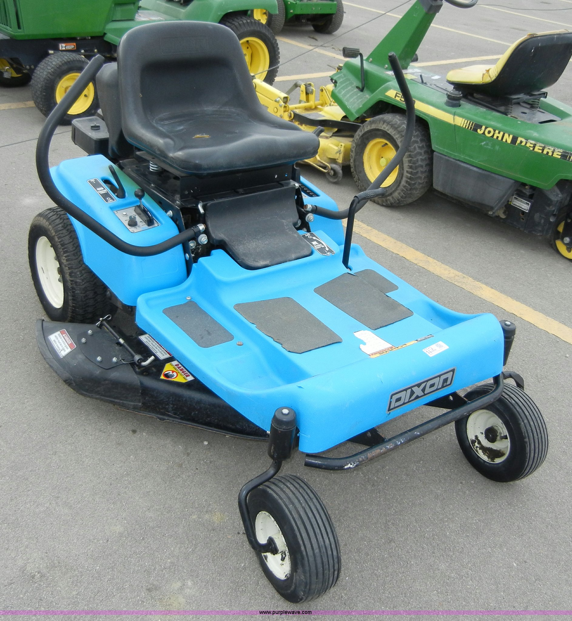 Dixon 3304 zero-turn lawnmower in Manhattan, KS | Item 2312 sold | Purple  Wave
