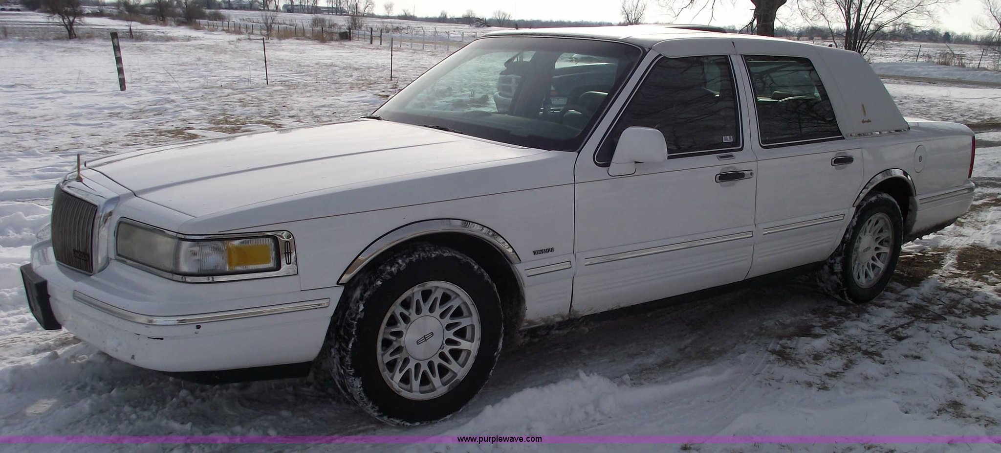 1995 Lincoln Town Car Signature Item 5519 Sold March 9