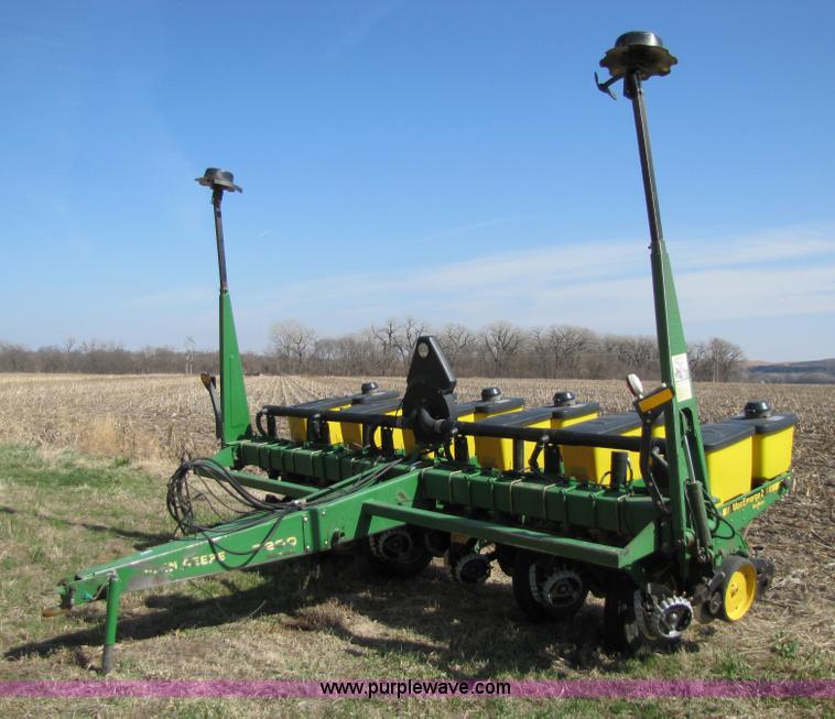 John Deere 7200 Six Row Planter Item 8745 Sold April 13