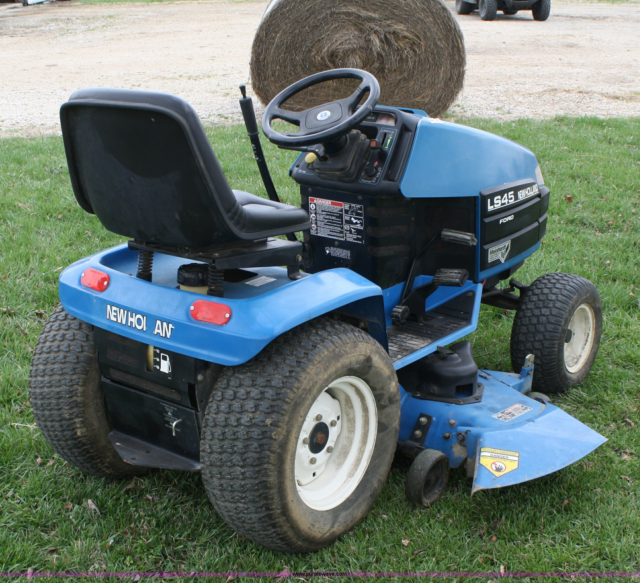 ford new holland ls45 lawn mower item 4673 sold april 2 rh purplewave com Ford Lawn Trackers Ford Ls35 Lawn Tractor