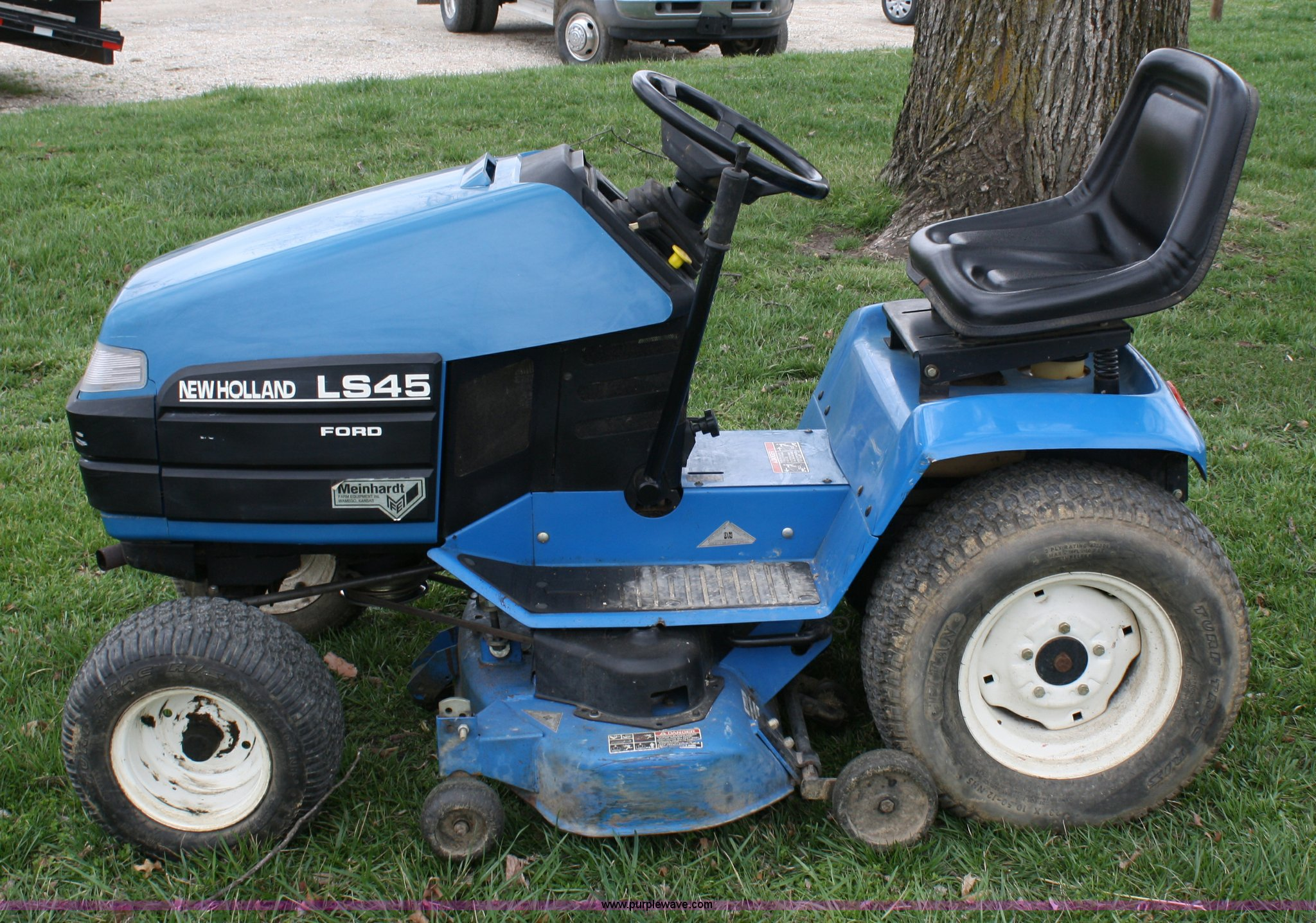 ford new holland ls45 lawn mower item 4673 sold april 2 rh purplewave com Ford New Holland Tractors Ford Ls35 Lawn Tractor