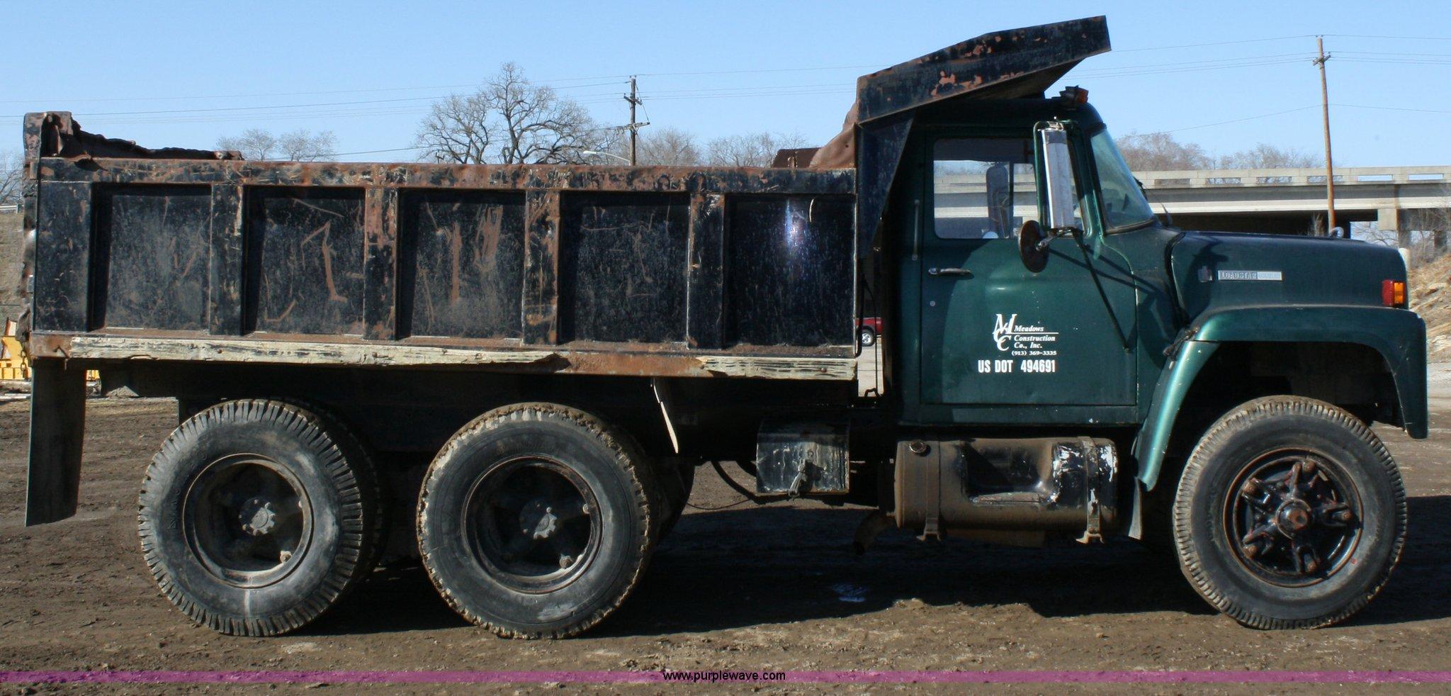 1978 International Loadstar 1700 dump truck Item 4793