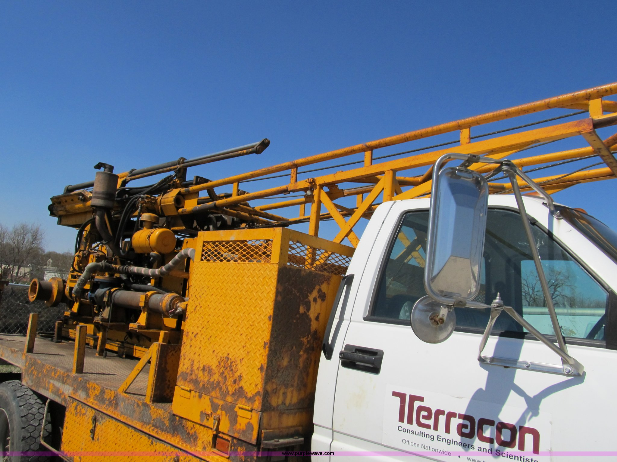 1998 GMC C7500 truck with CME drilling attachment | Item 899