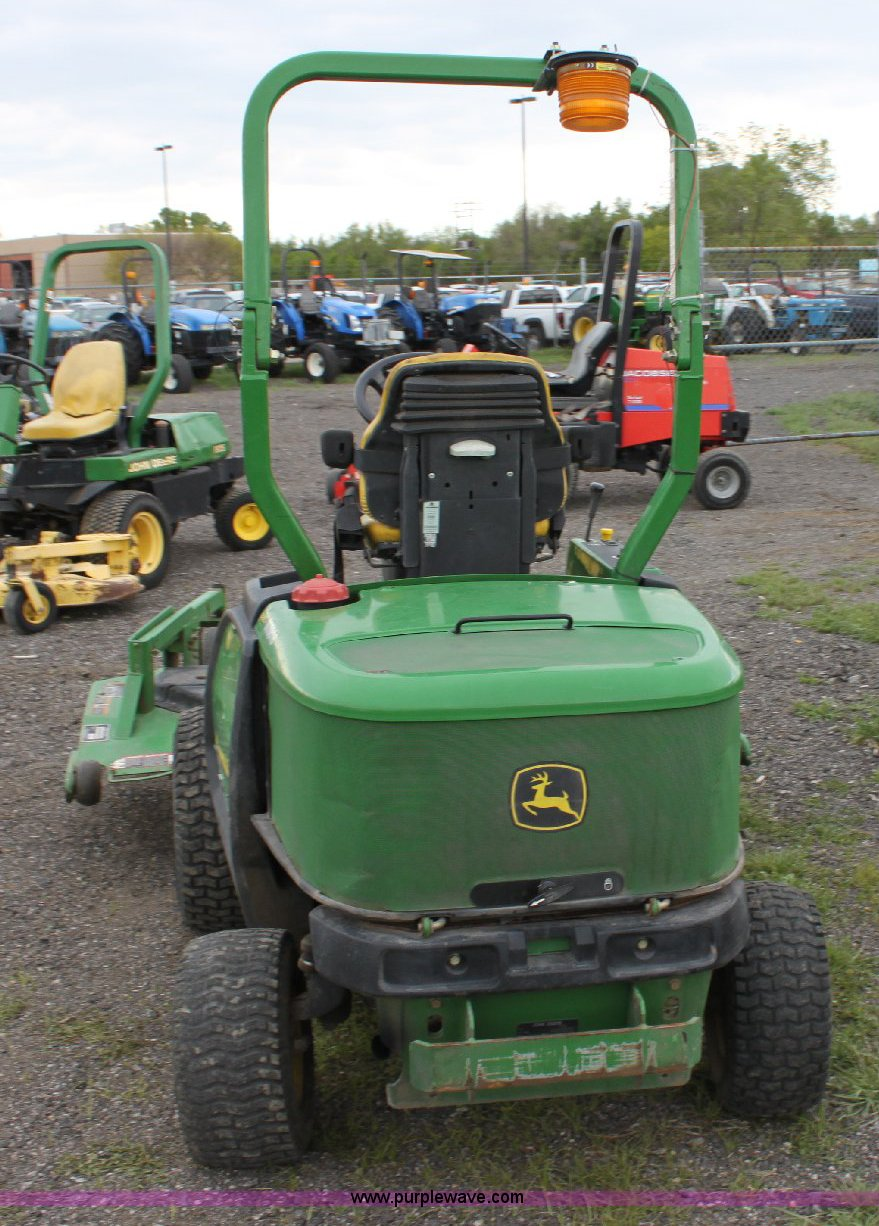 2005 John Deere F1435 Commercial Riding Lawn Mower Item