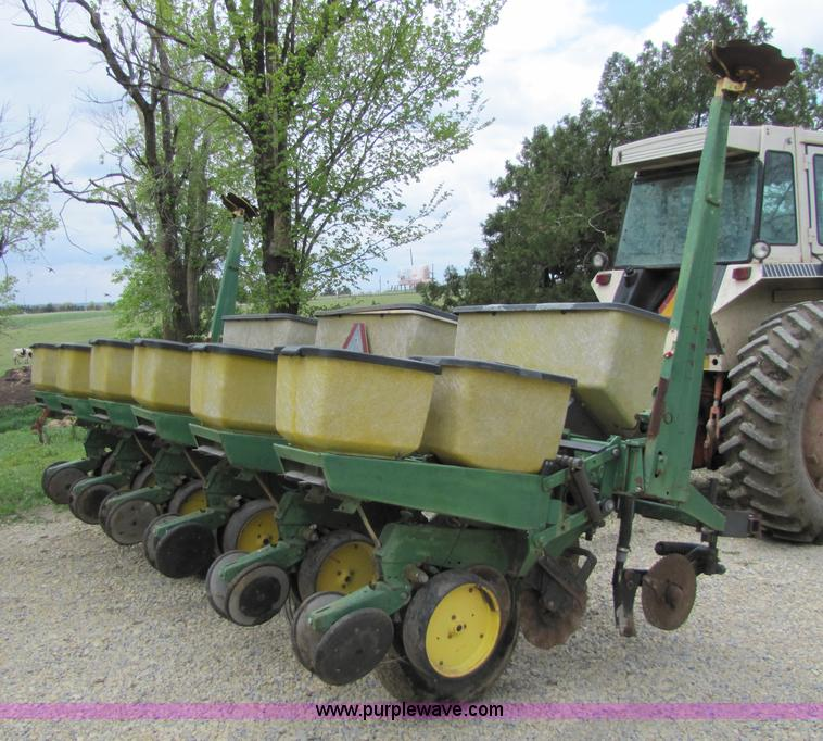 John Deere 7000 Six Row No Till Planter Item 8540 Sold