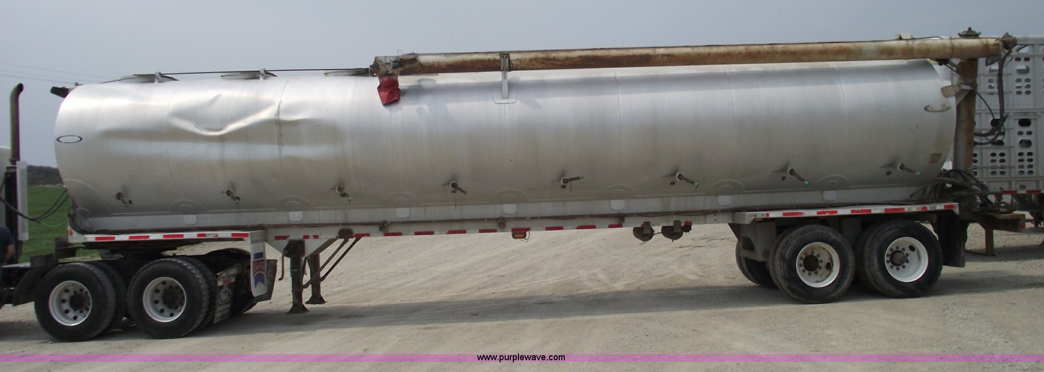 1995 Ledwell 40 Bulk Feed Trailer Item 5376 Sold May