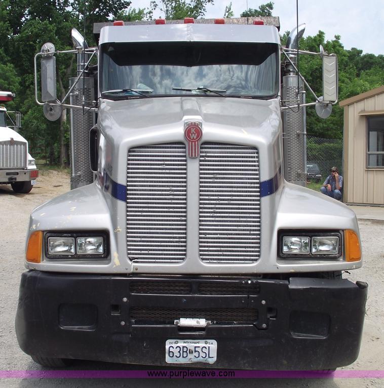 1992 Kenworth T600 triple axle dump truck in Warrensburg ...