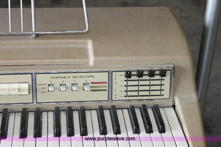 Wurlitzer key note visualizer instructional pianos | Item 63
