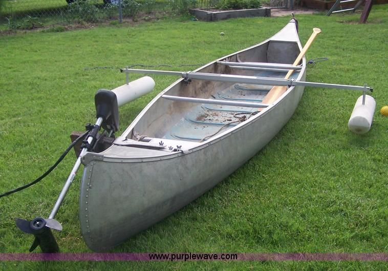Osagian 17' aluminum canoe | Item 7347 | SOLD! July 13 Midwe...