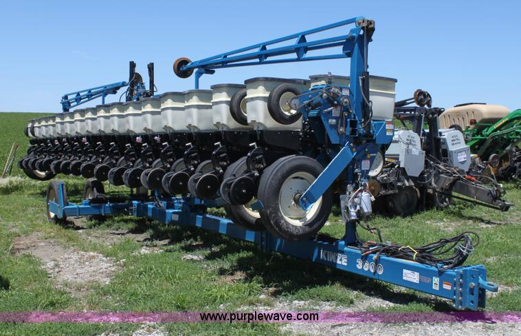 Kinze 3600 Twin Line 16 31 Row Planter Item A3695 Sold