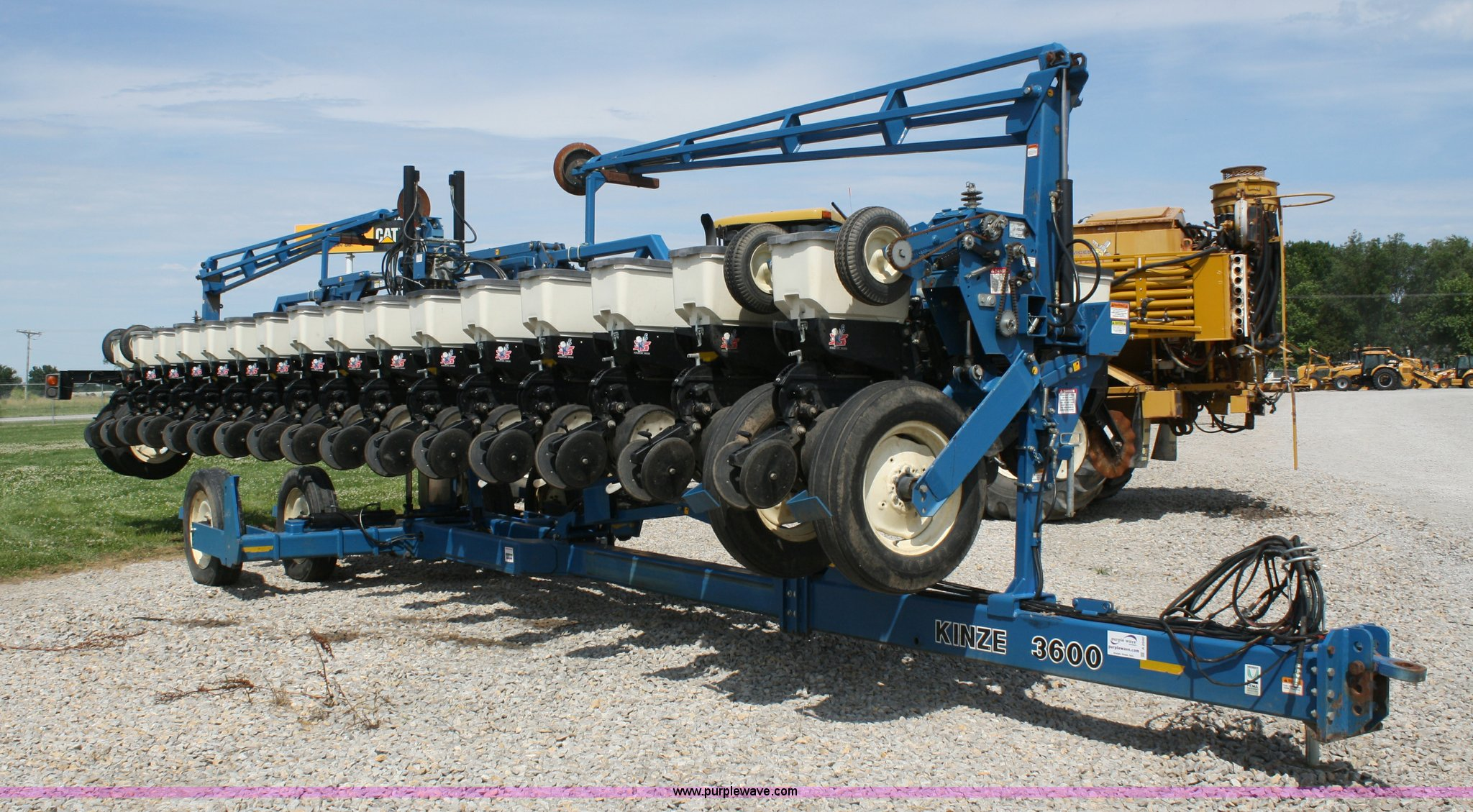 Kinze 3600 Twin Line 16 31 Row Planter Item A2040 Sold