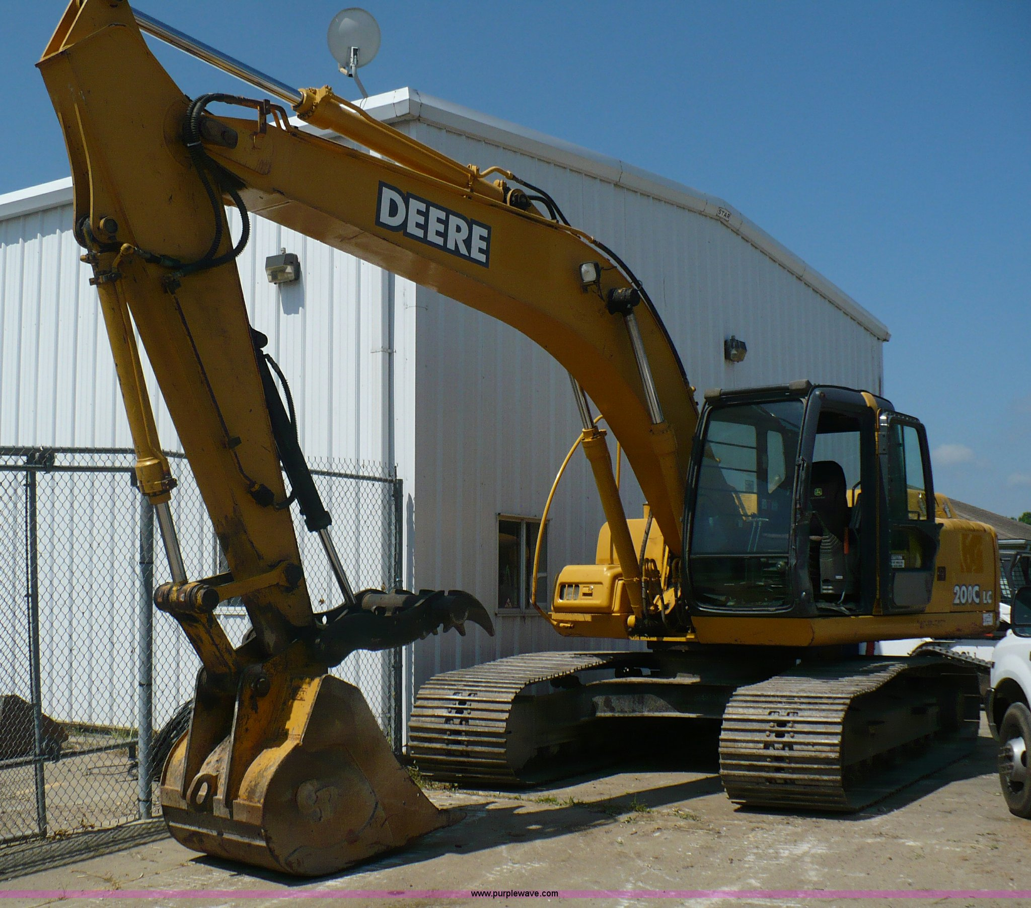 A4807 image for item A4807 2005 John Deere 200LC excavator