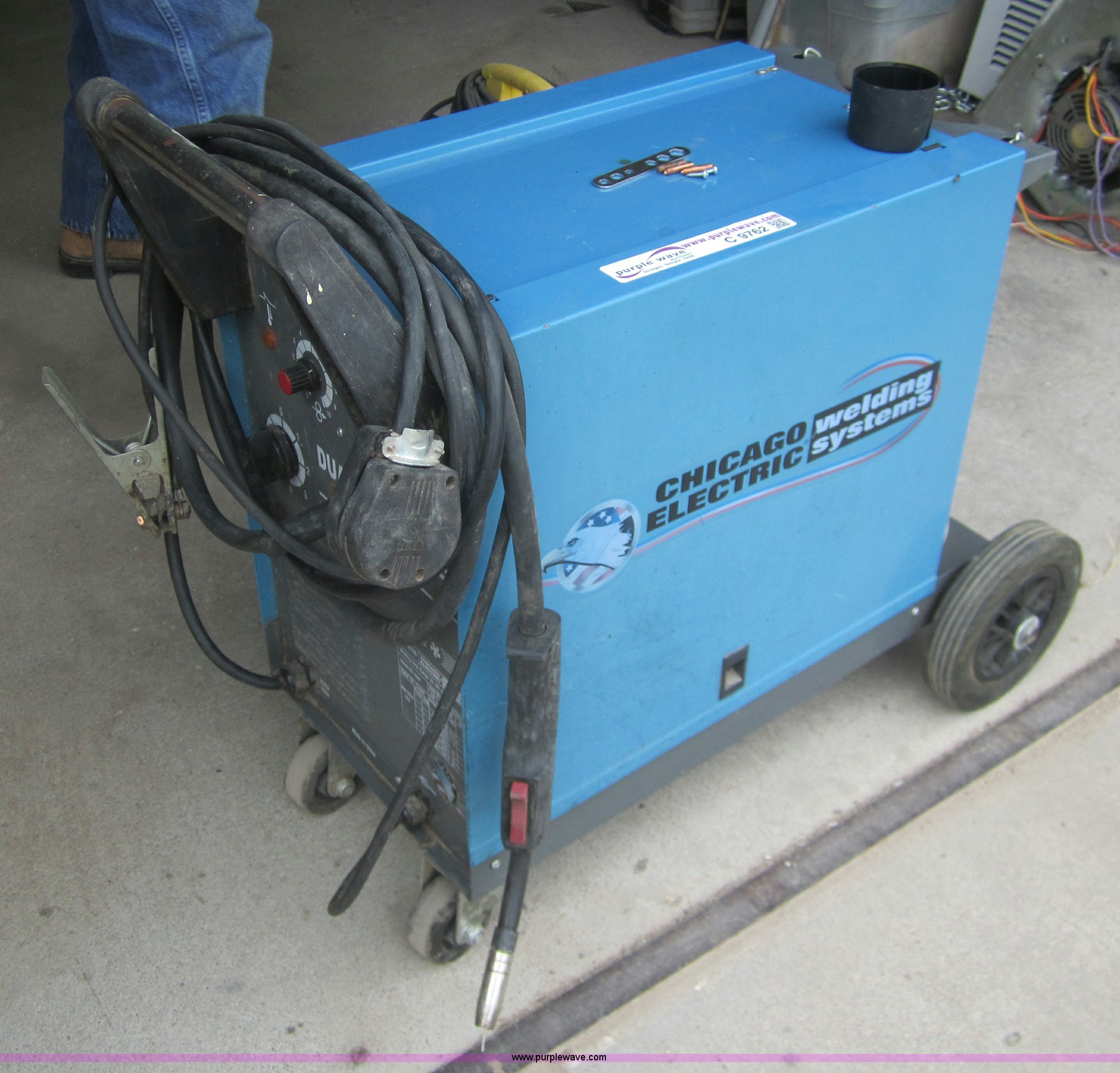 Chicago electric dual MIG welder | Item C9762 | SOLD! August...