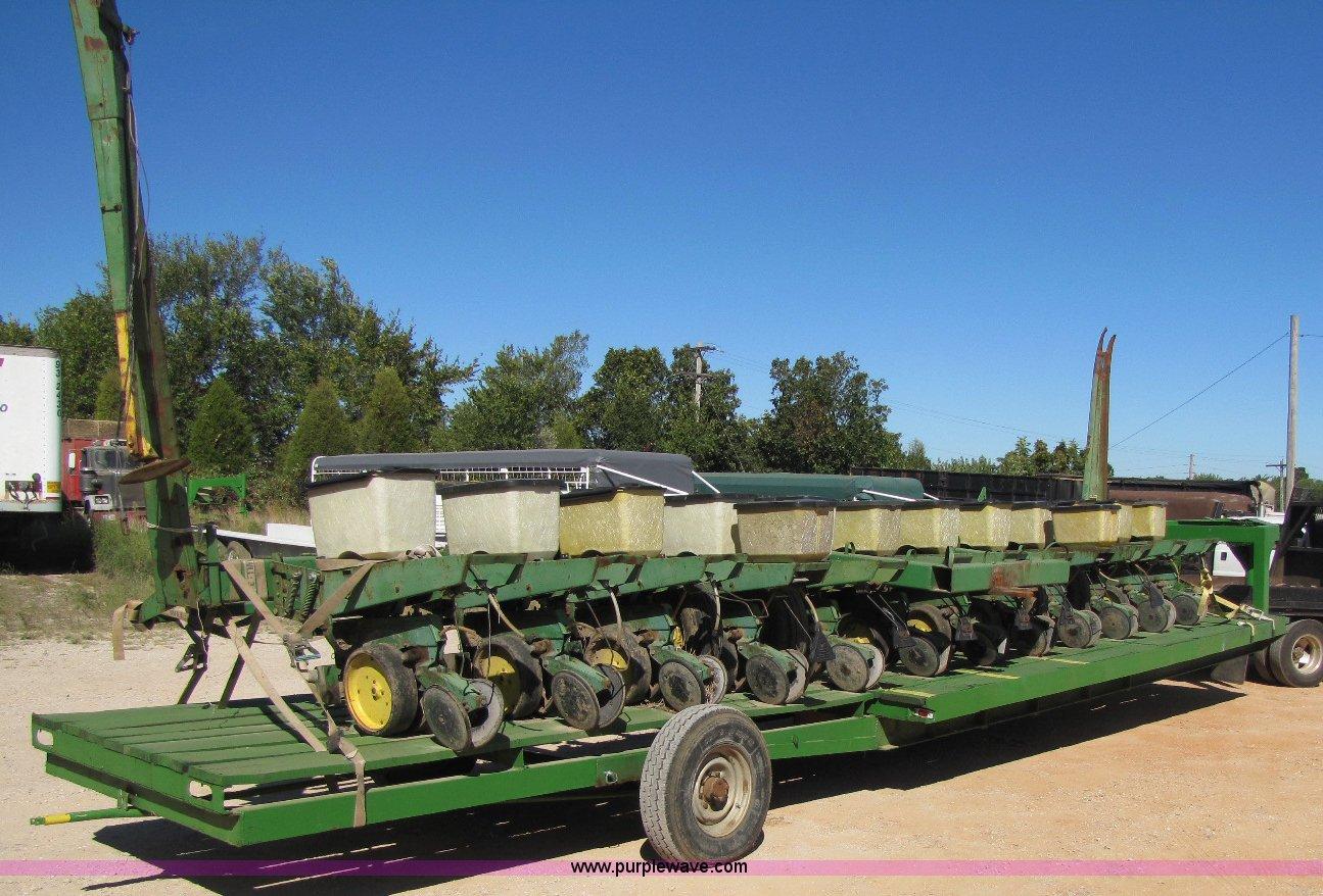 John Deere 7000 12 Row Planter Item A5038 Sold Septembe