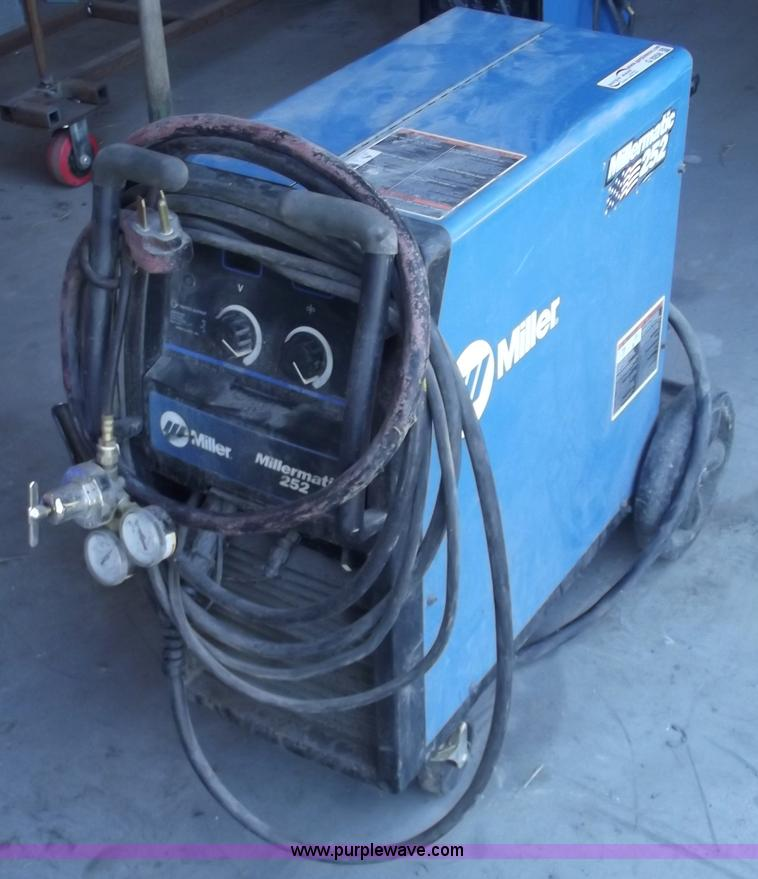 Miller Millermatic 252 wire feed welder | Item G9258 | SOLD!...
