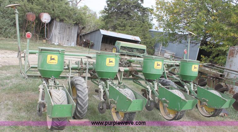 John Deere 1240 Four Row Planter Item A2976 Sold Octobe