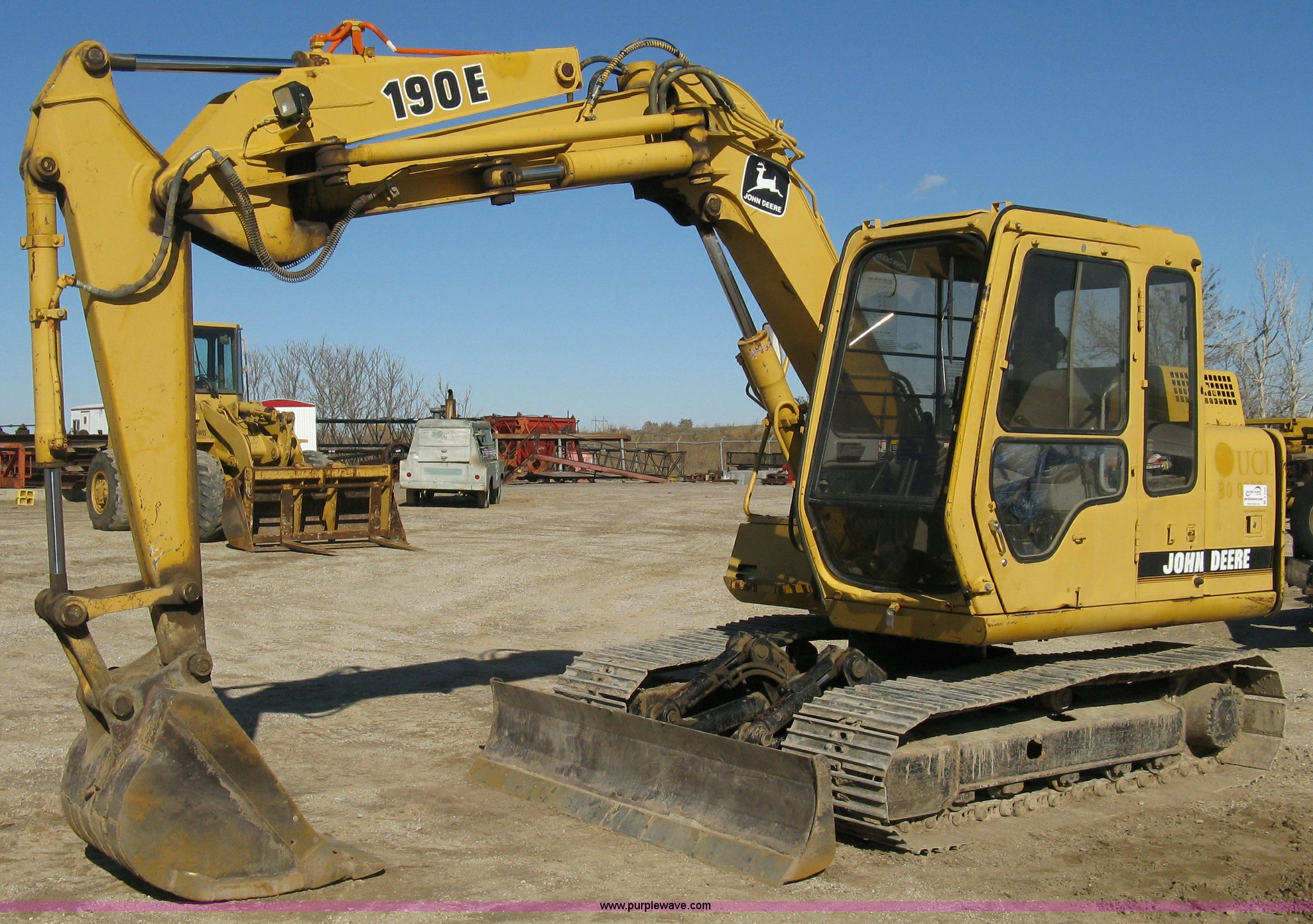A4469 image for item A4469 1995 John Deere 190E excavator