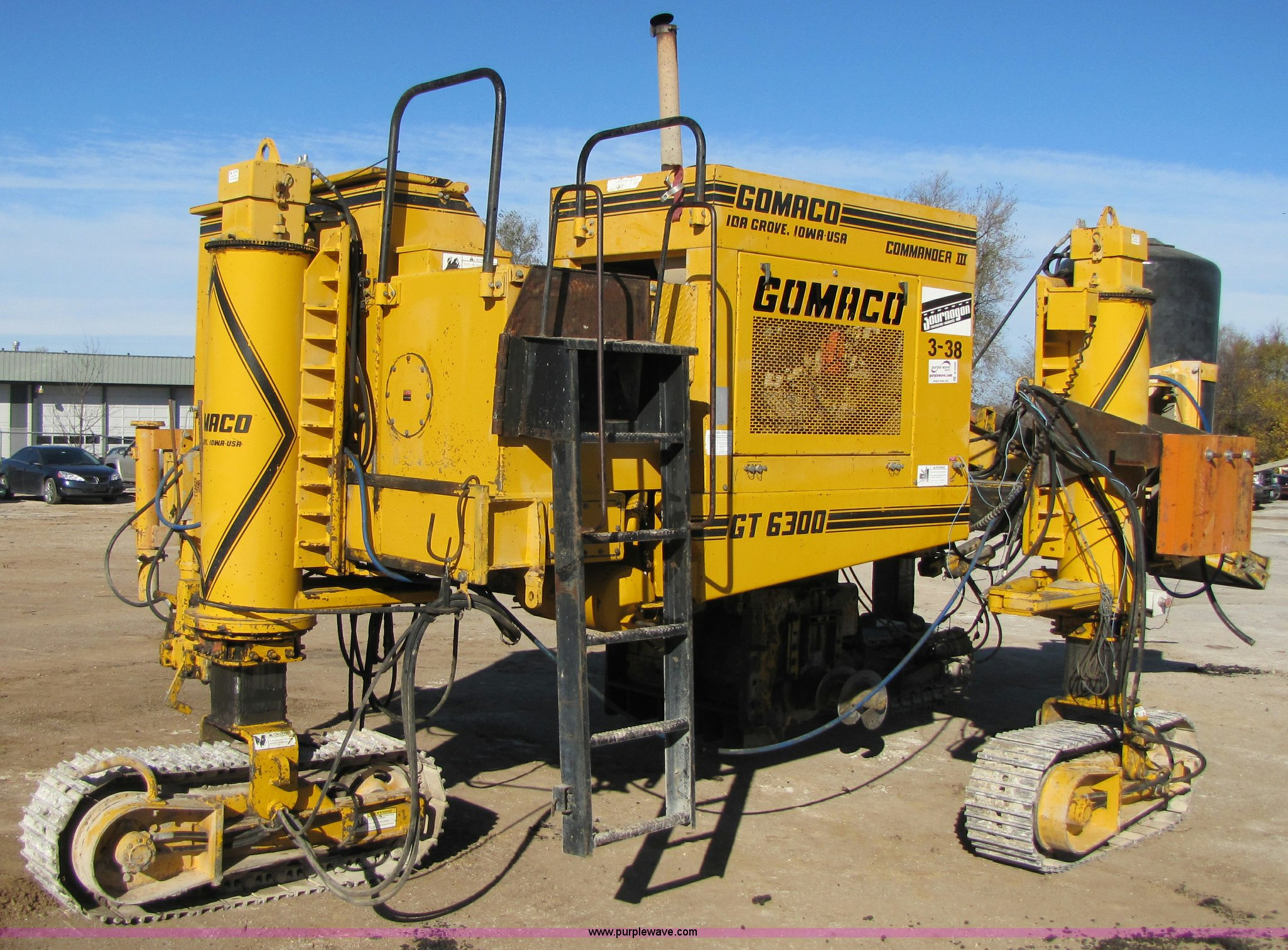 1997 Gomaco Gt 6300 Commander Iii Crawler Curb And Gutter Machine In Springfield Mo Item B2060 Sold Purple Wave