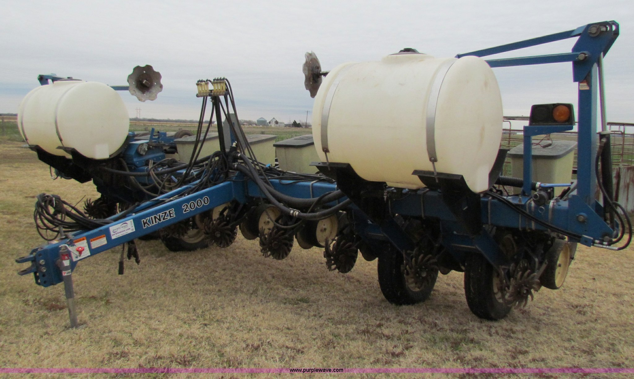 Kinze 2000 Eight Row Planter Item B7039 Sold December 2