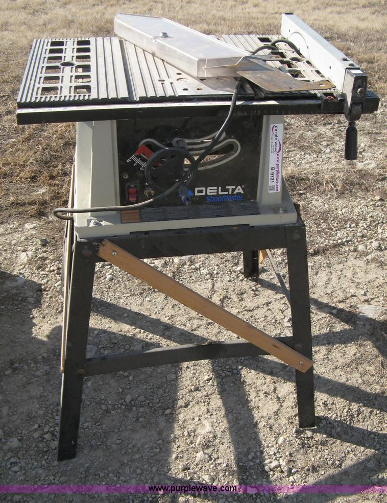 Bench saw and table saw | Item B9731 | SOLD! February 22 Mid
