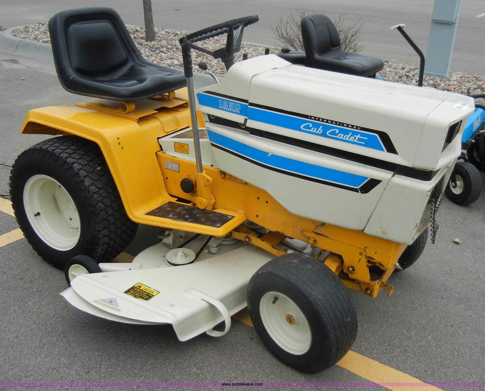 Cub Cadet 1250 Lawn Mower