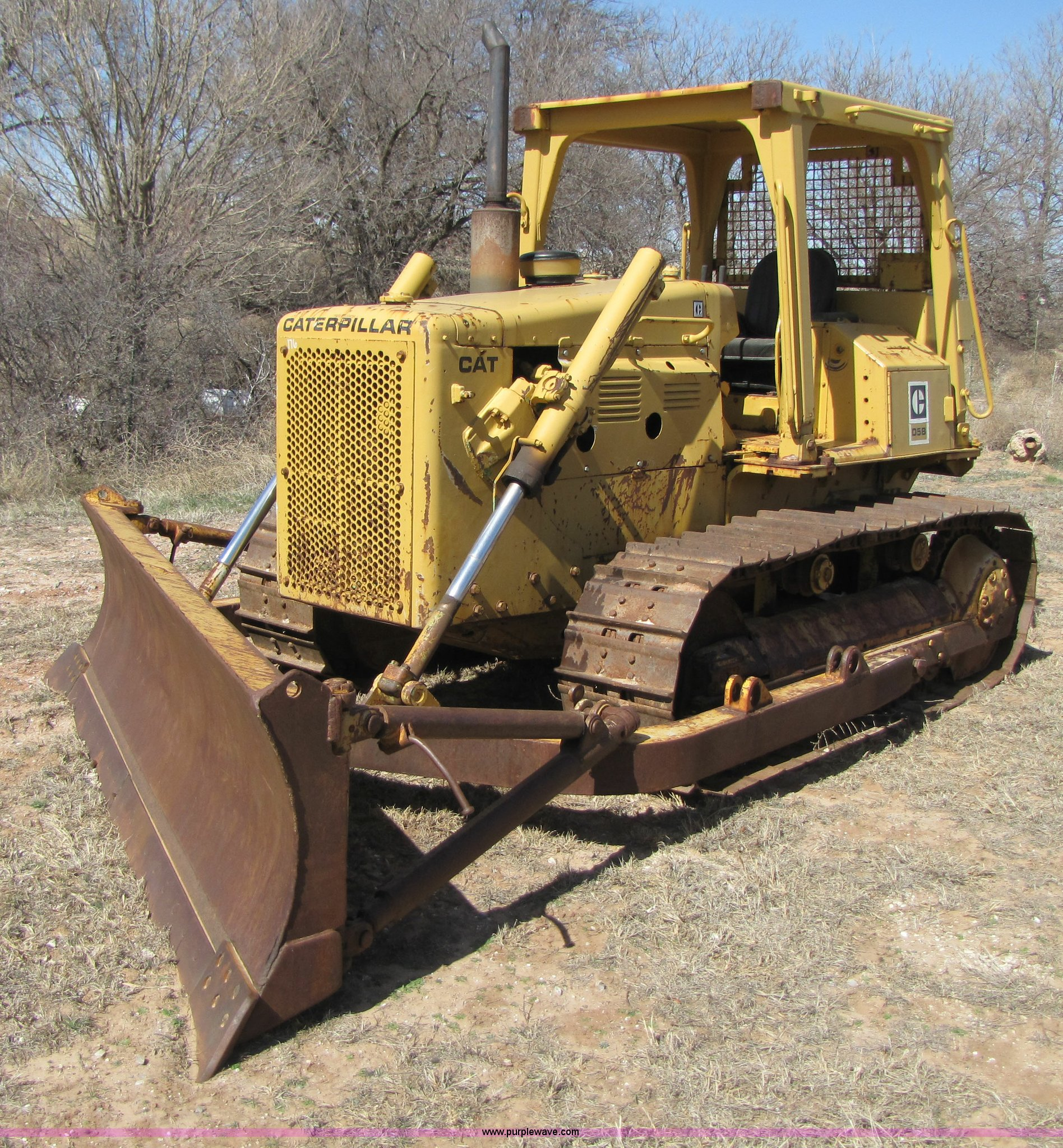 B2238 image for item B2238 1980 Caterpillar D5B dozer