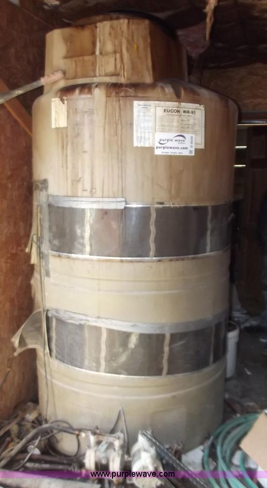550 gallon vertical plastic water tank | Item D3534 | SOLD!