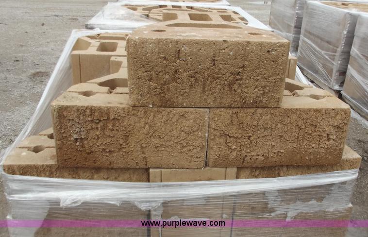 d3665 image for item d3665 96 retaining wall blocks