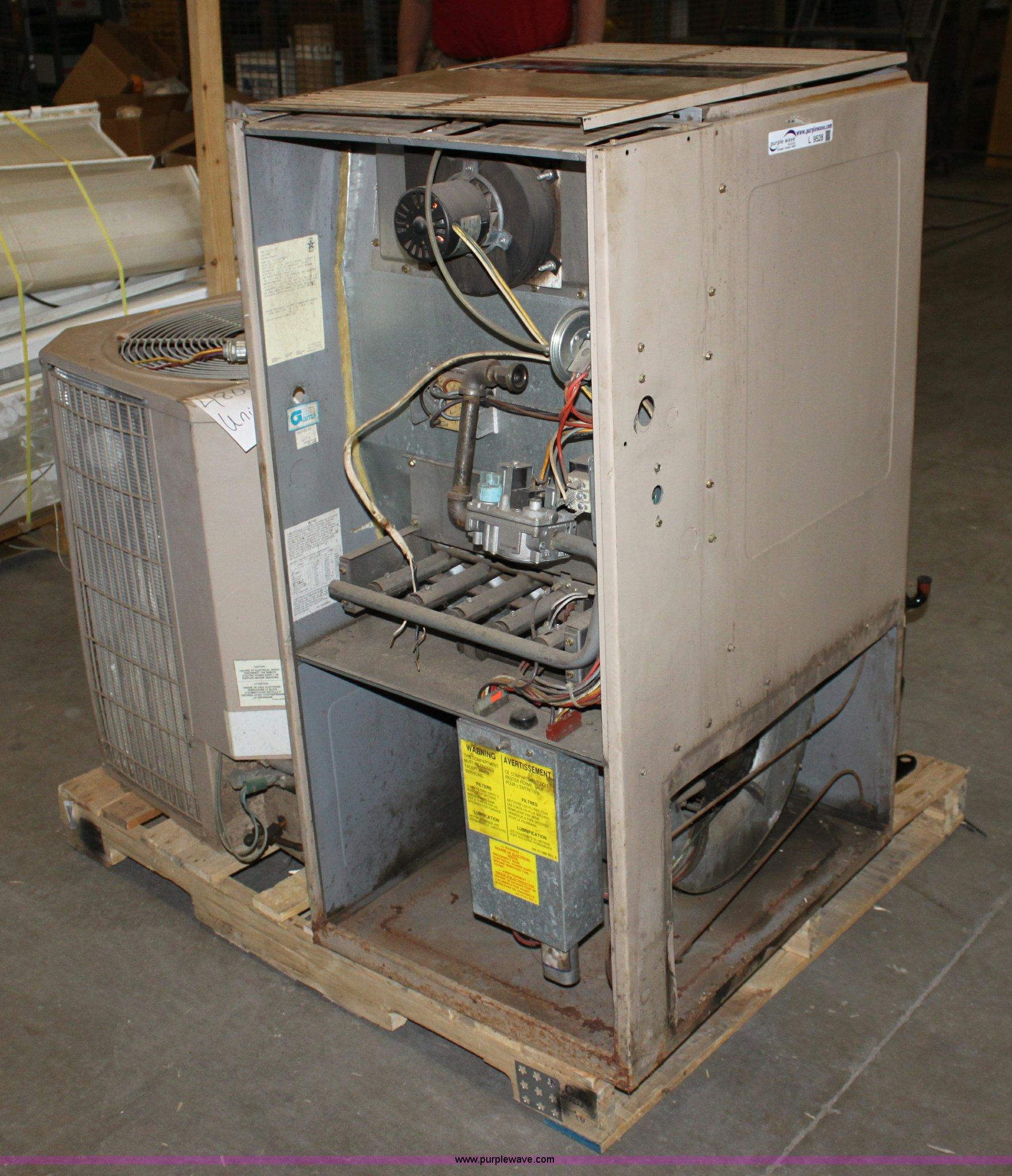 york stellar natural gas furnace item l9528 sold. Black Bedroom Furniture Sets. Home Design Ideas