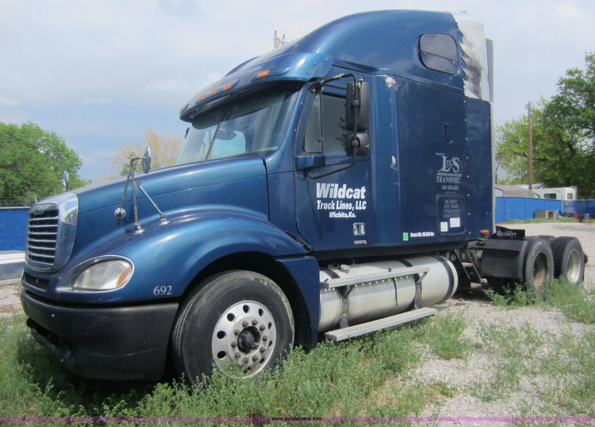2004 Freightliner Columbia Semi Truck Item C5425 Sold A Fuel Filter For 04 14 0l Frieghtliner Full Size In New Window