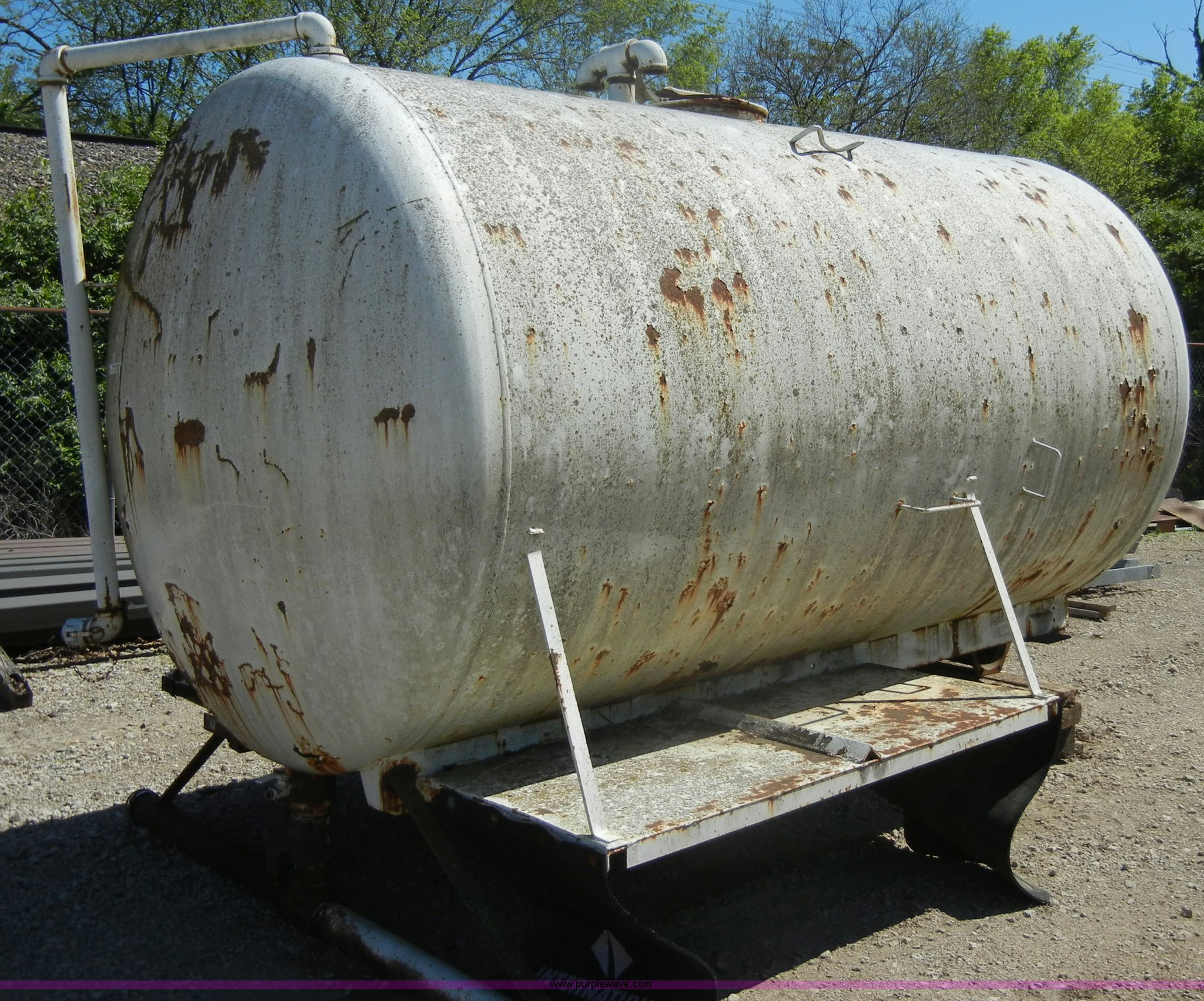 K9031 image for item K9031 Approximately 2000 gallon water tank & Approximately 2000 gallon water tank | Item K9031 | SOLD! A...