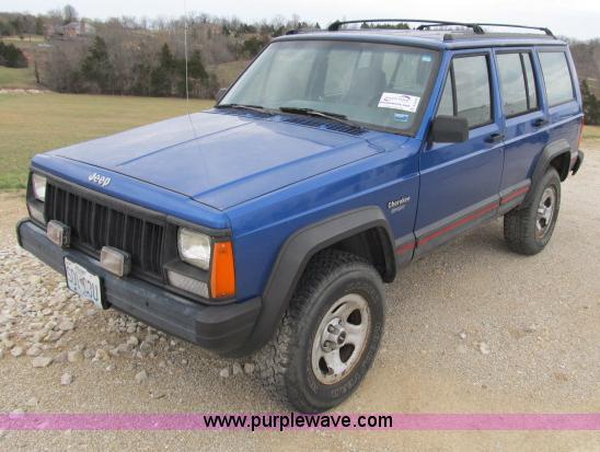 B2649 Image For Item B2649 1995 Jeep Cherokee Sport SUV