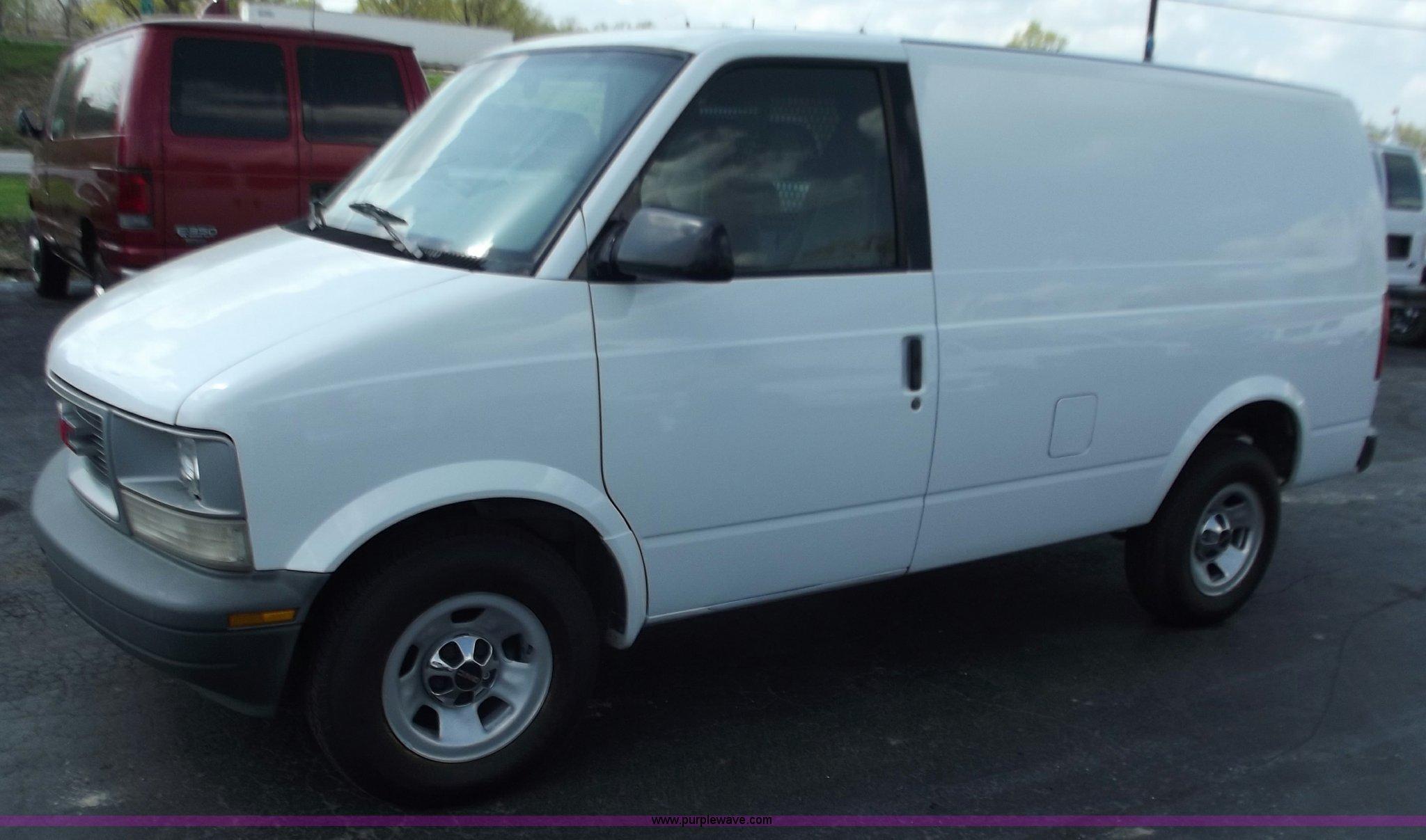 2001 Gmc Safari Cargo Van Item D3857 Sold May 2 Midwest