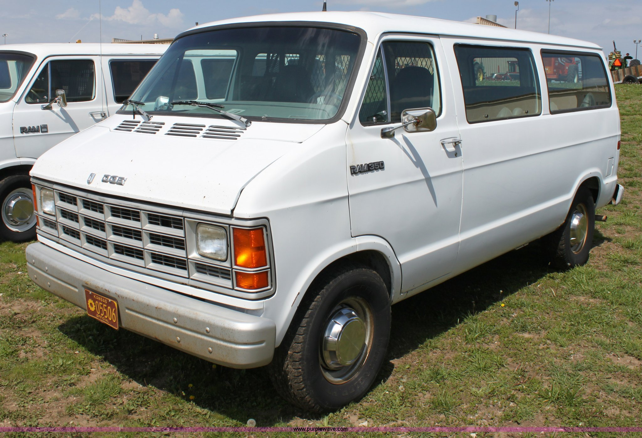 1991 dodge ram b350 van full size in new window