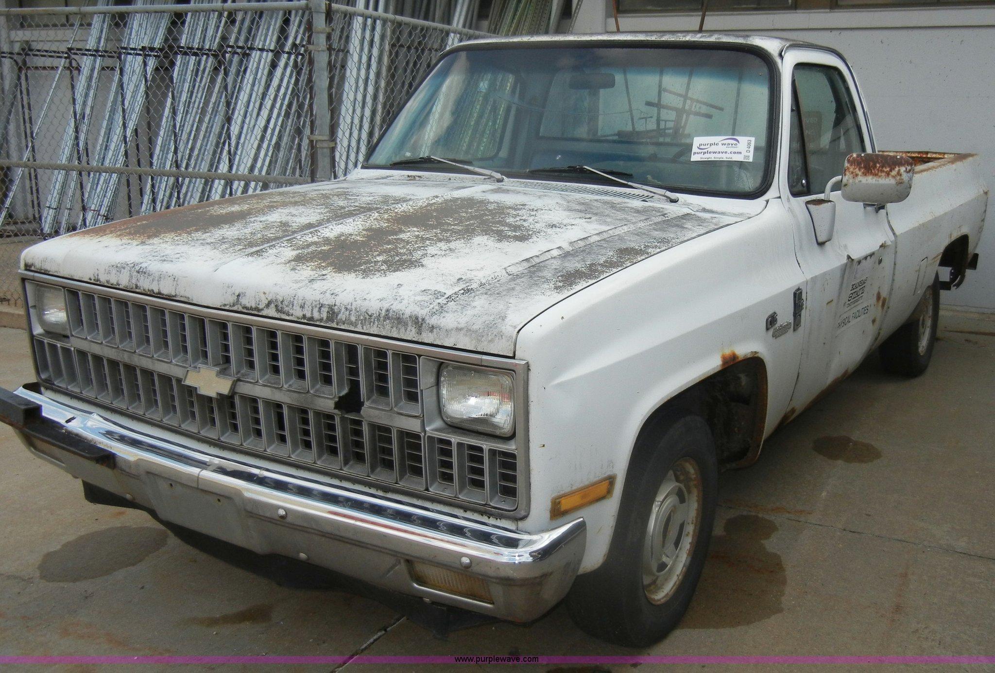 1982 Chevrolet C10 Custom Deluxe Pickup Truck Item D4063