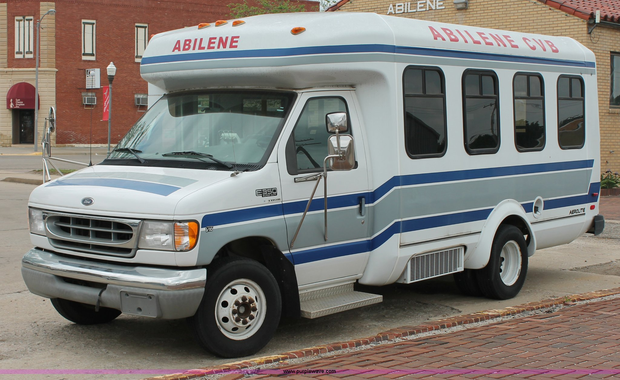 D7904 image for item D7904 1999 Ford E350 Econoline Super Duty transit bus