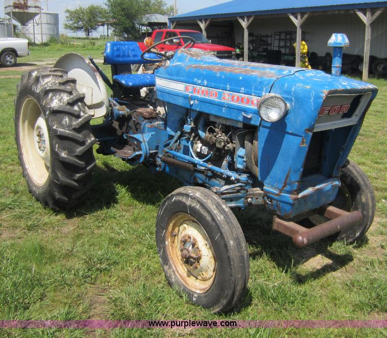 ford 2000 tractor item c5488 sold may 30 ag equipment. Black Bedroom Furniture Sets. Home Design Ideas