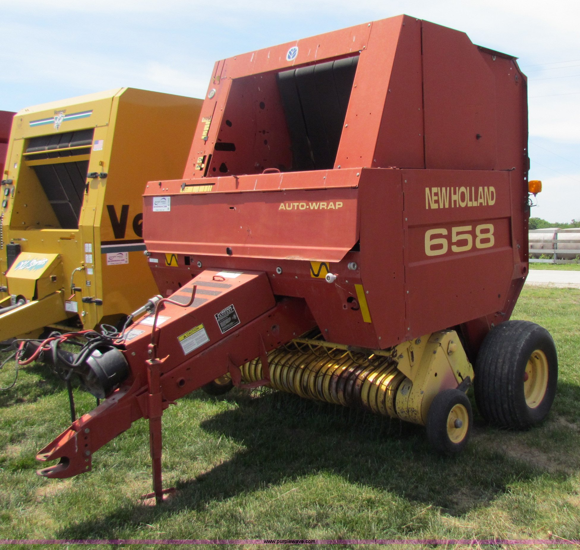 2000 New Holland 658 round baler for sale in Kansas