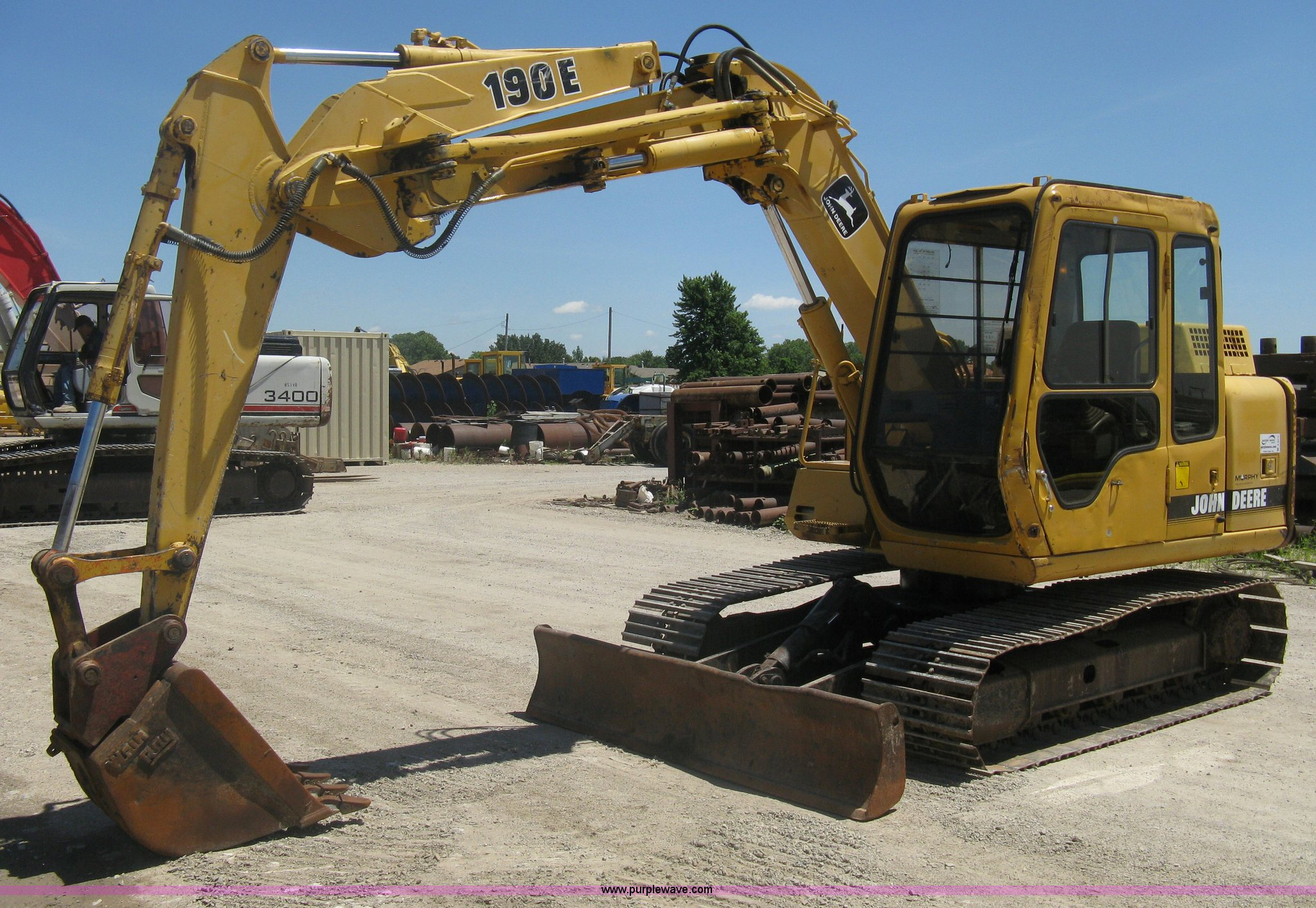A6412 image for item A6412 1996 John Deere 190E excavator