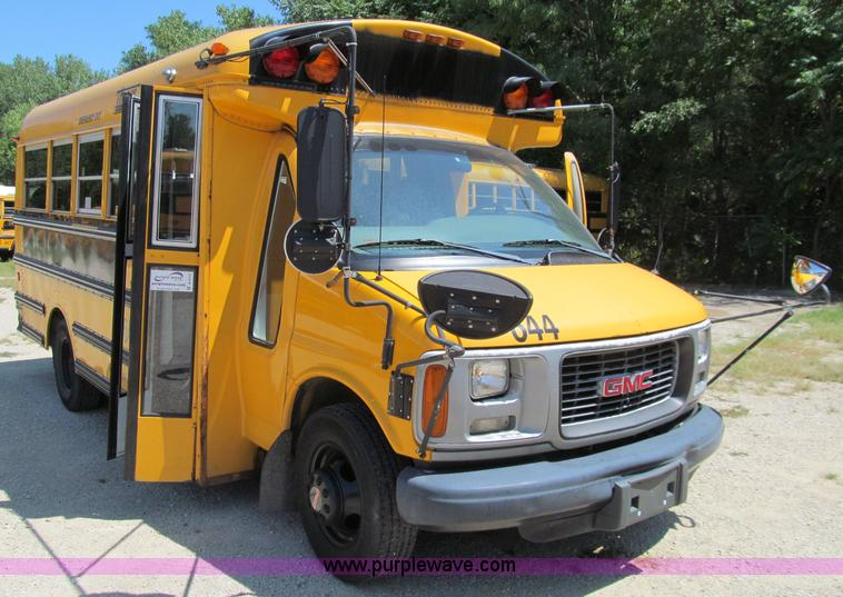 2001 gmc savana 3500 school bus in des moines ia item a8372 sold purple wave 2001 gmc savana 3500 school bus in des