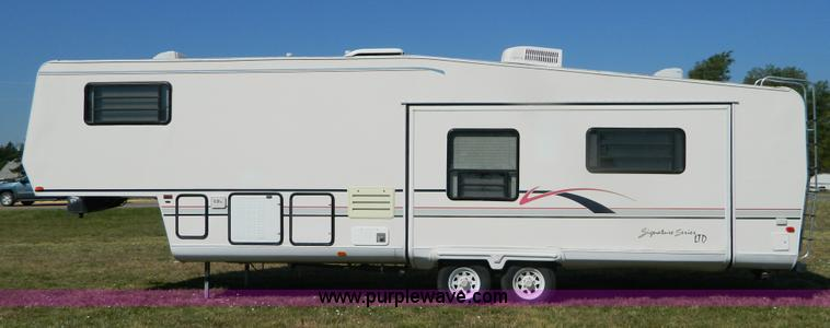 1996 Dutchmen Signature LTD 33' fifth wheel camper   Item B3