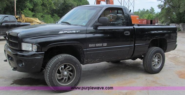 2001 dodge ram 1500 sport pickup truck item c2364 sold. Black Bedroom Furniture Sets. Home Design Ideas
