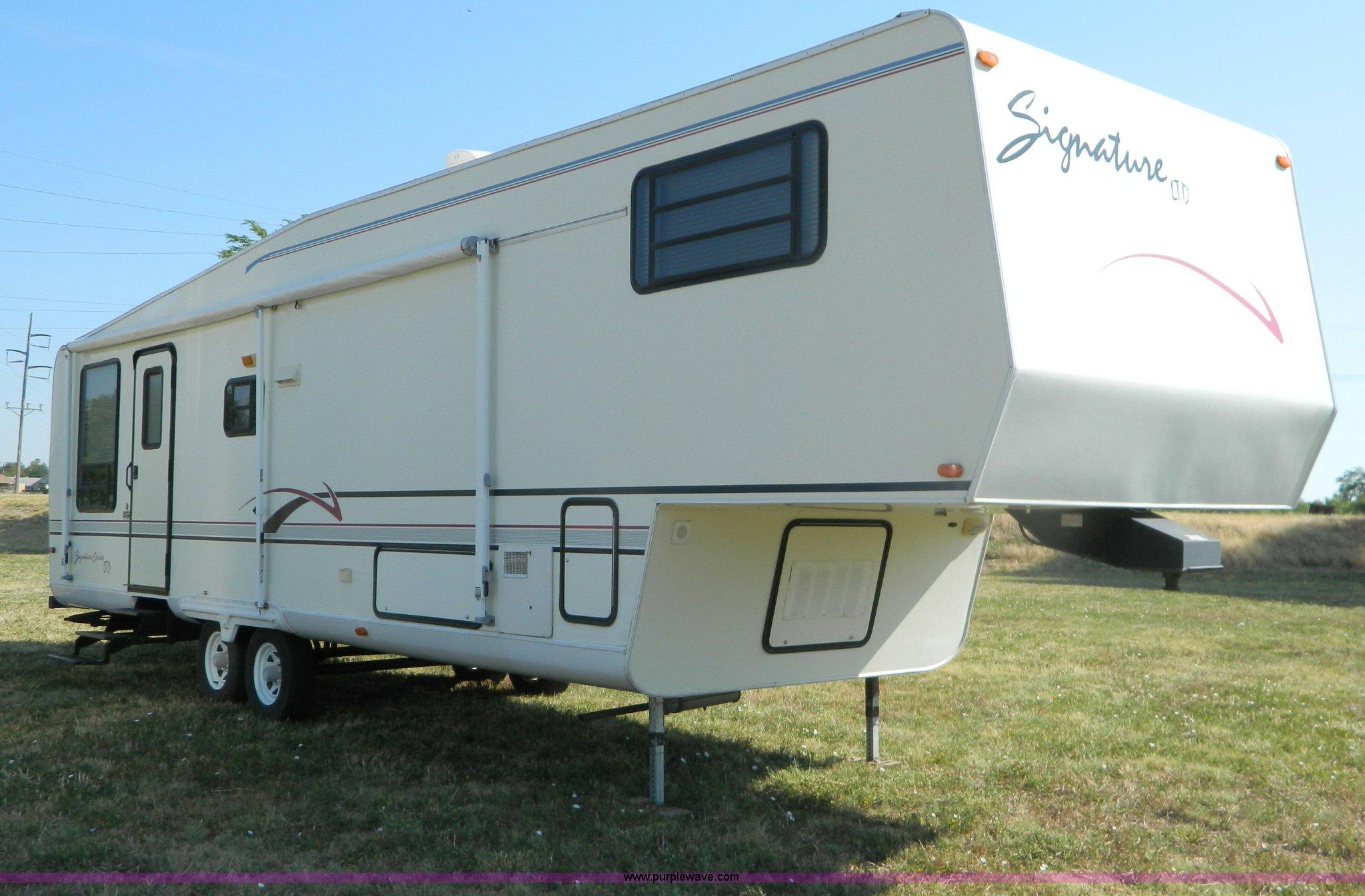 1996 Dutchmen Signature LTD 33\' fifth wheel camper | Item B3...