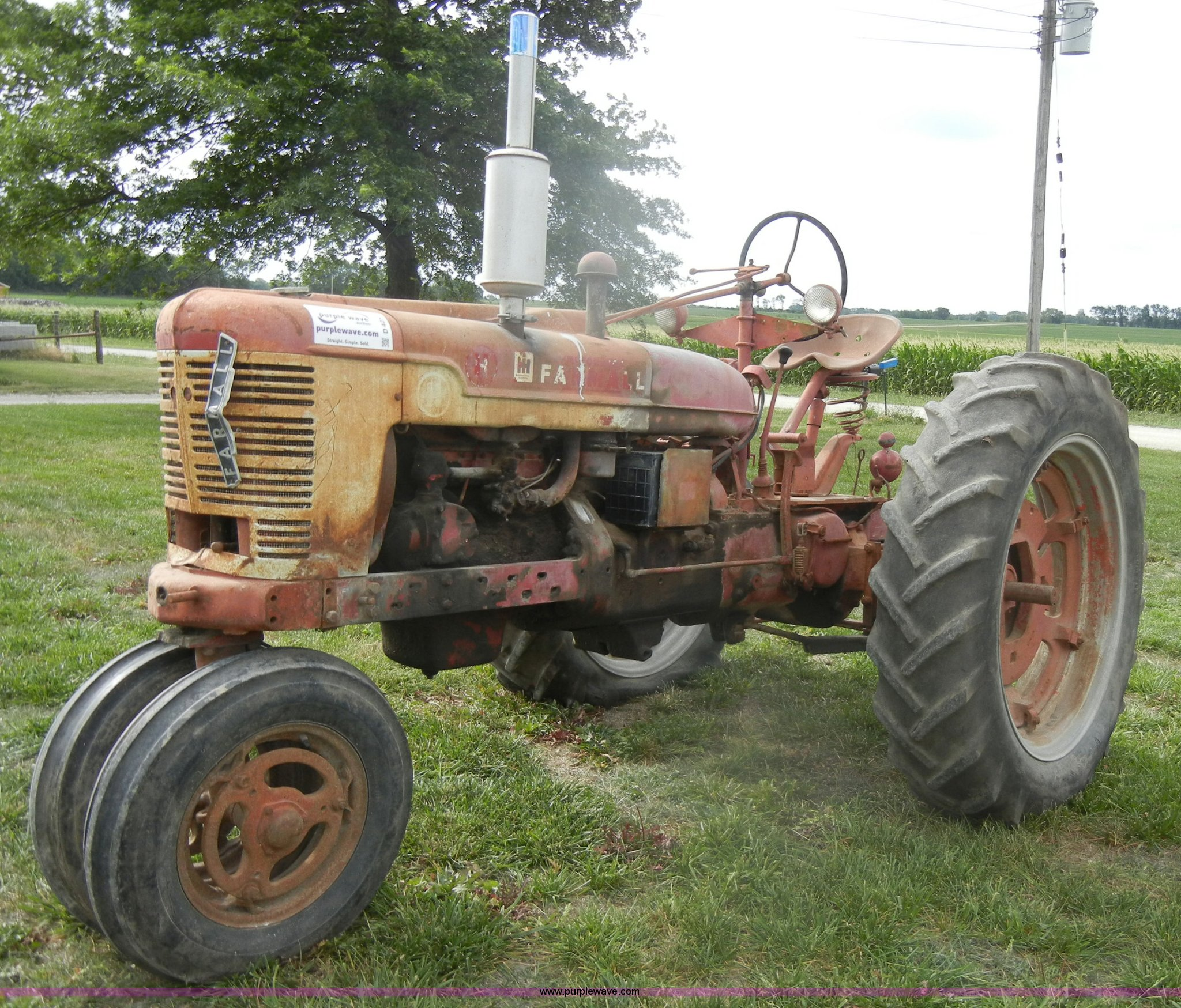 D4258 image for item D4258 1940 McCormick Farmall H tractor
