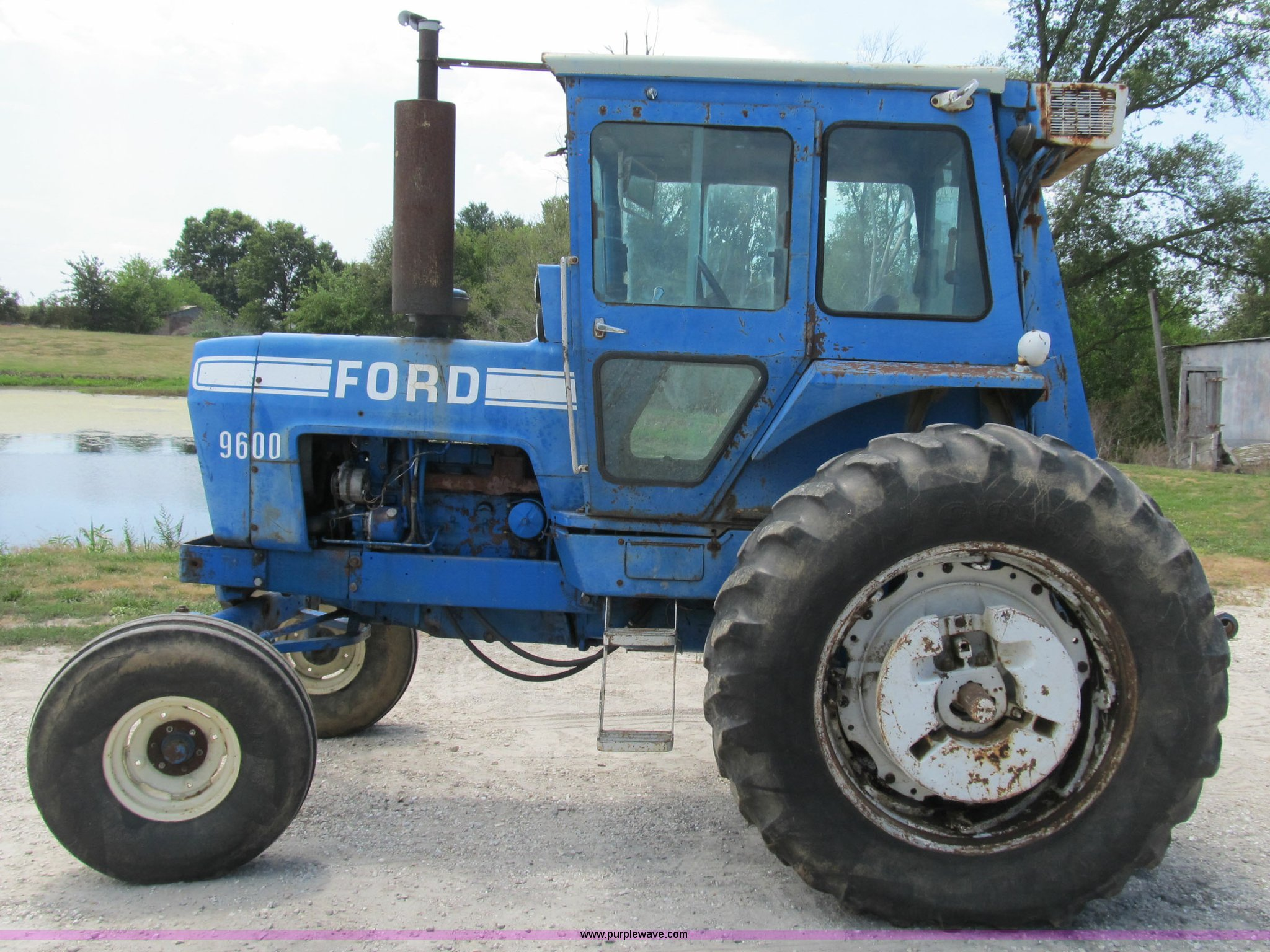 ... 1976 Ford 9600 row crop tractor Full size in new window ...