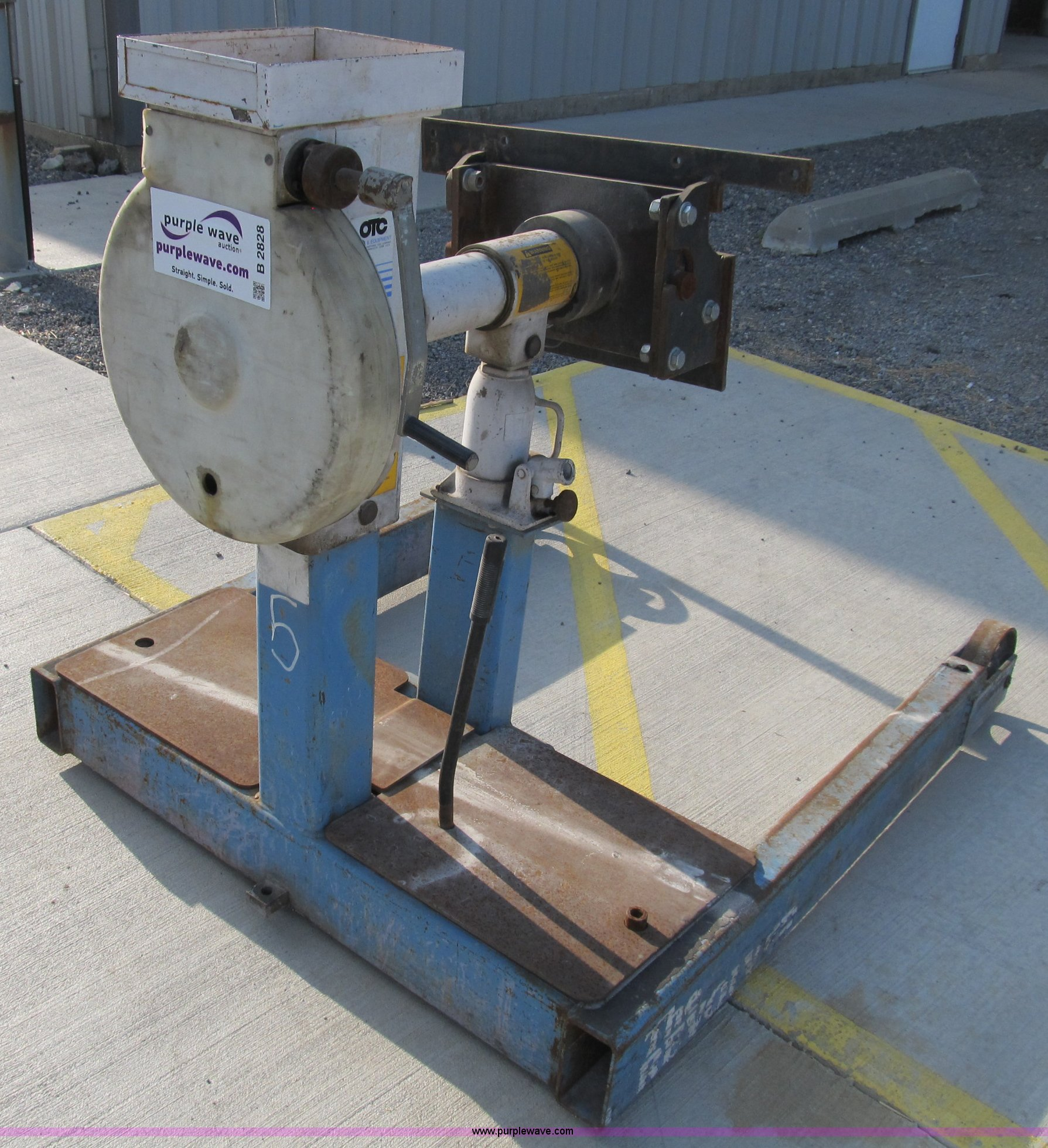 Otc 6 000 Lb Revolver Engine Stand Item B2828 Sold