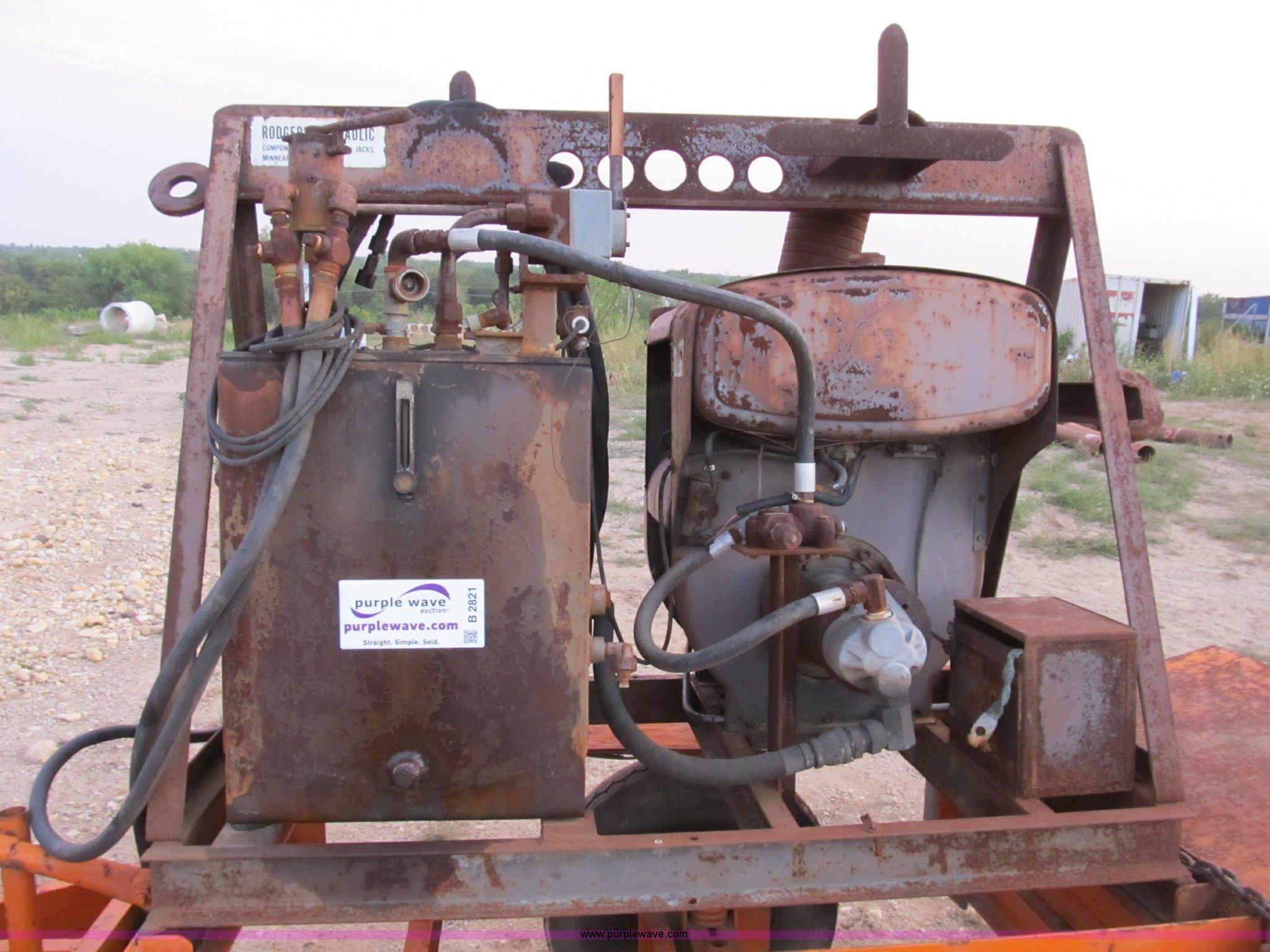 Wisconsin VG4D hydraulic pump engine | Item B2821 | SOLD! Th
