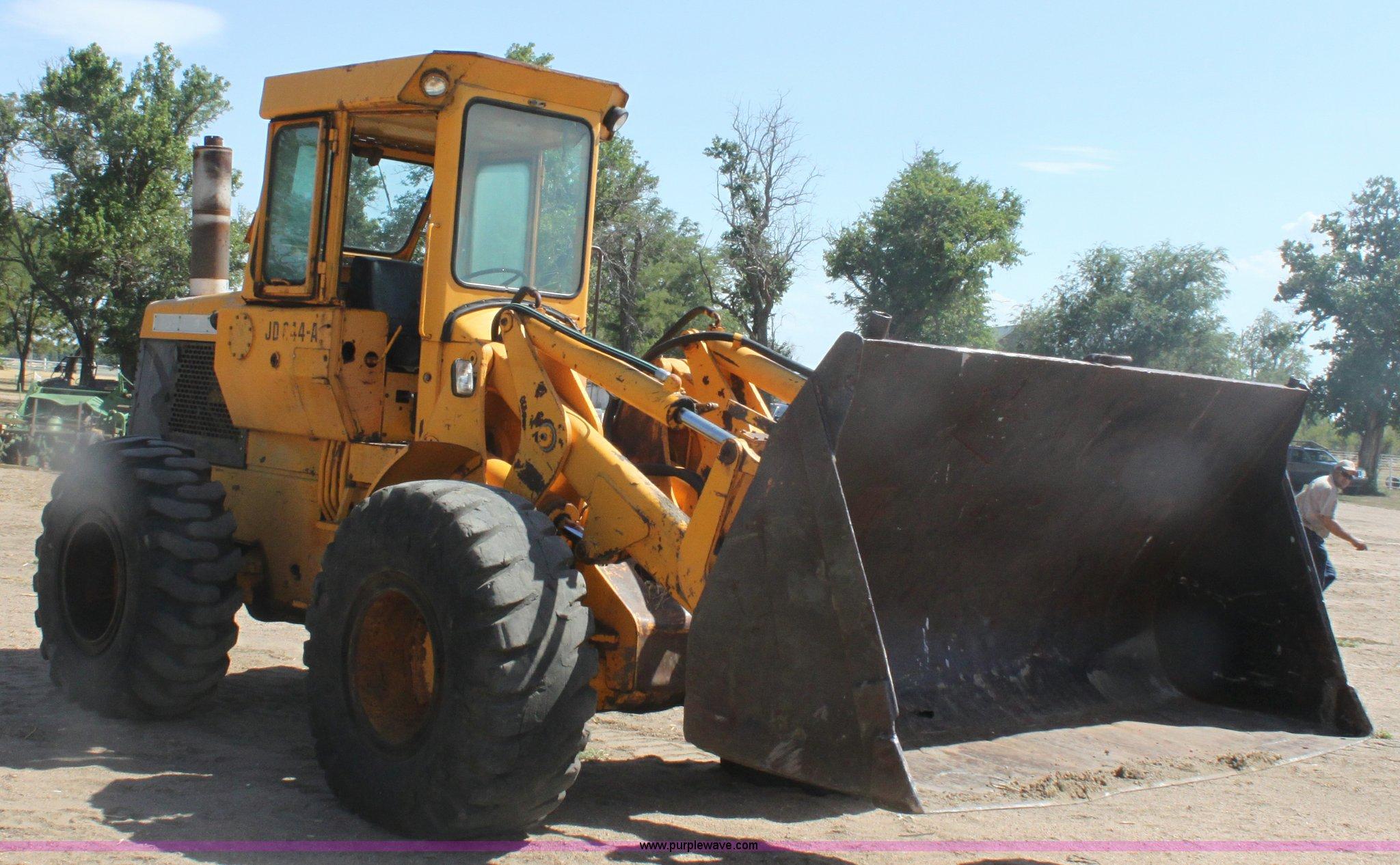 B7392 image for item B7392 1971 John Deere 644A wheel loader