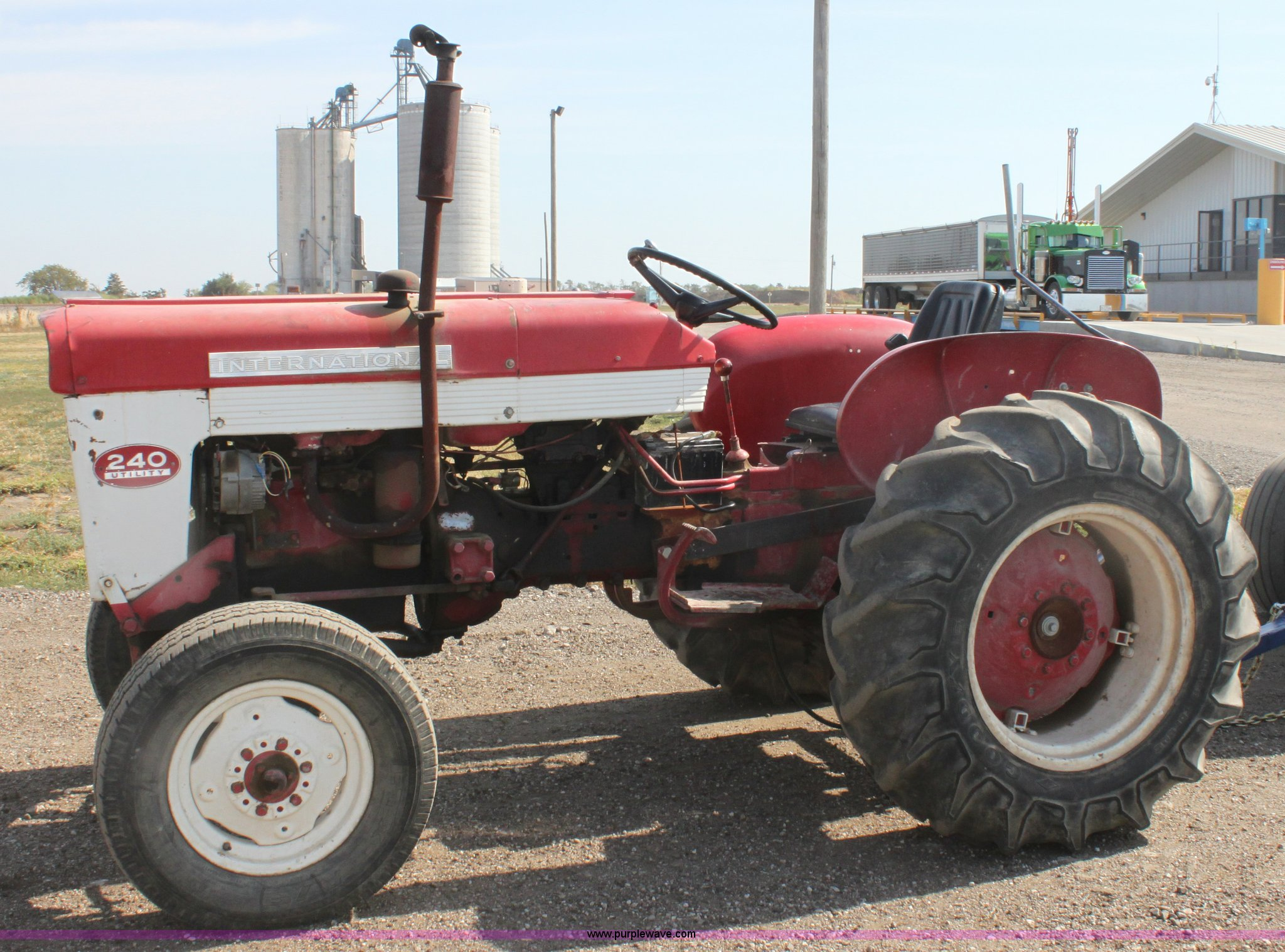 international 240 utility tractor full size in new window